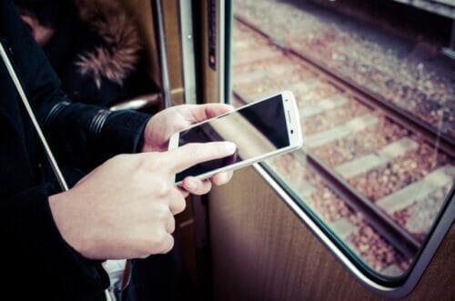 電車の中でスマホから更新