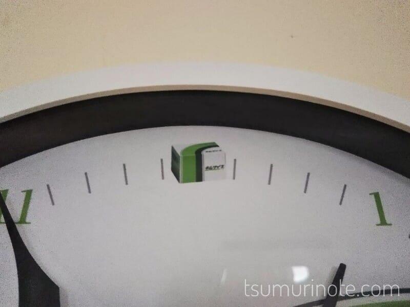 キムワイプ掛け時計の12時にはキムワイプが!