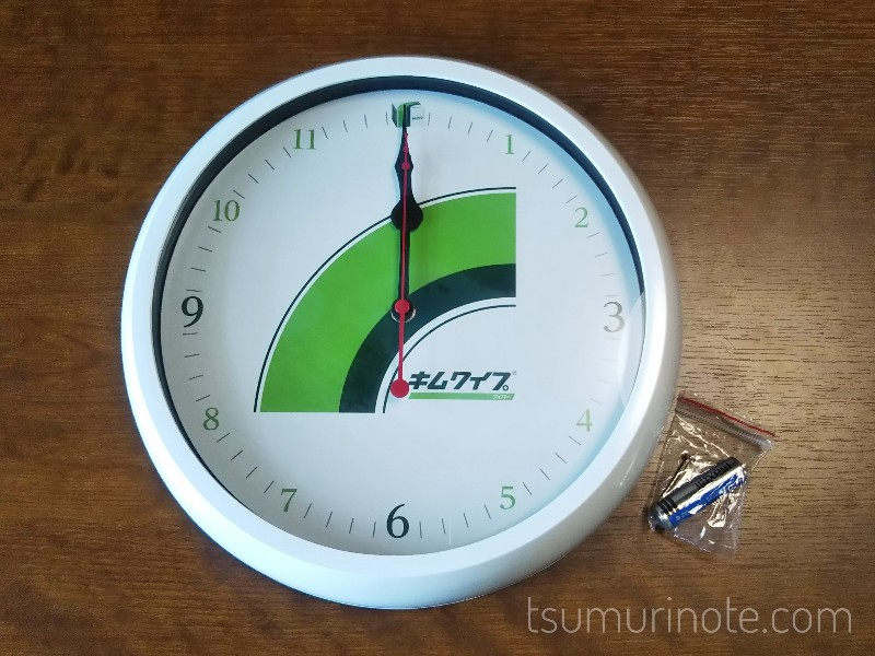 キムワイプ掛け時計と付属品