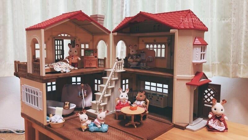 シルバニアファミリー「赤い屋根の大きなお家」購入品を全部並べた図
